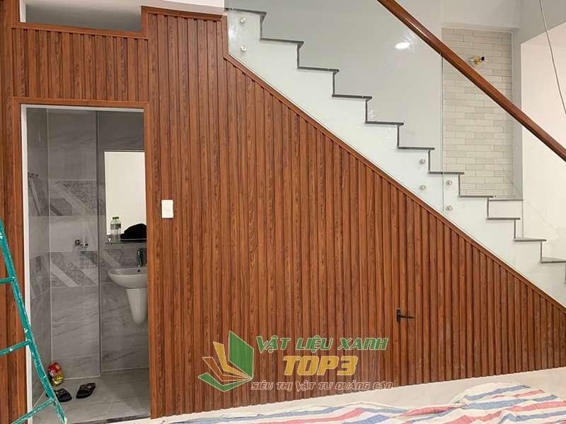 thi công lam gỗ nhựa cầu thang