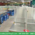 Vách ngăn nhựa để bàn tạm thời, giải pháp phòng covid