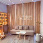 Nhựa giả gỗ ốp tường cho salon, spa, shop, cửa hàng lễ tân